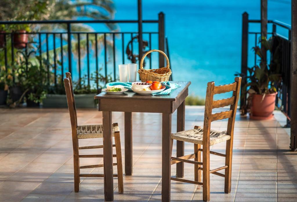 Εστιατόριο ή άλλο μέρος για φαγητό στο Pansion Limni