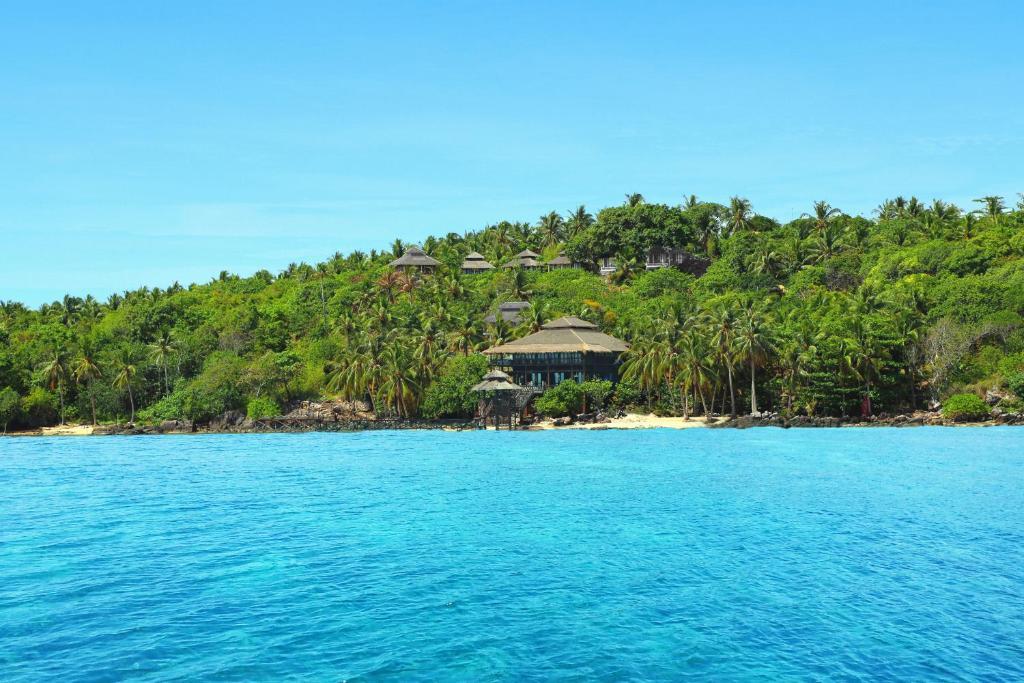 Breve Azurine Lagoon Resort Karimunjawa Indonesia Booking Com