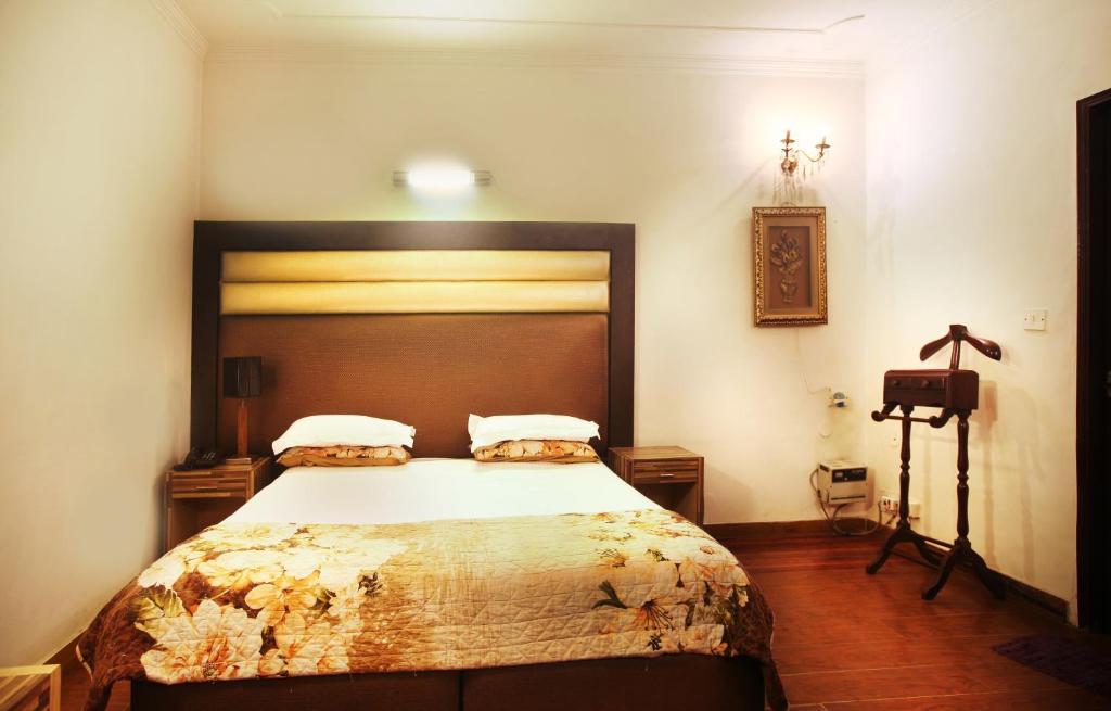 Hotel OYO Rooms AIIMS, New Delhi, India - Booking.com