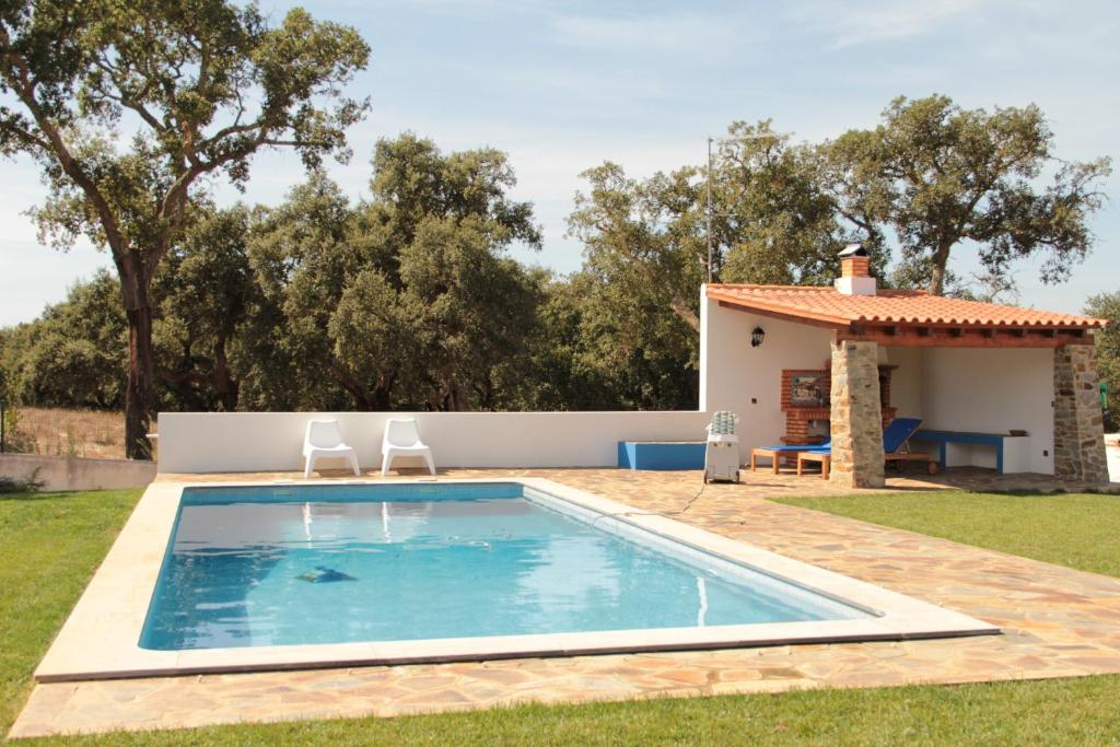 Monte azul casas de campo do junqueirinho portugal for Fotos casas de campo con piscina