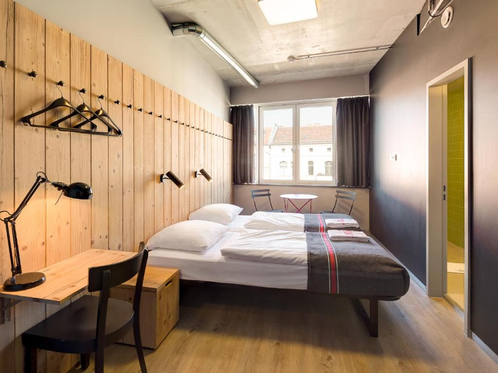 Generator Berlin Mitte tesisinde bir odada yatak veya yataklar