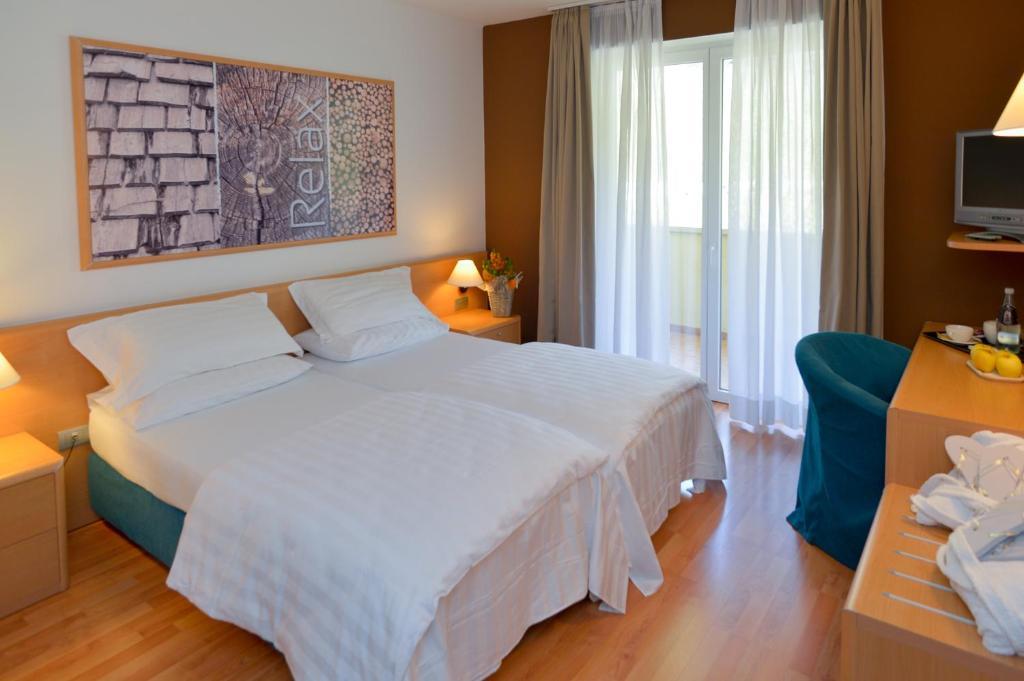Risultati immagini per hotel flora comano