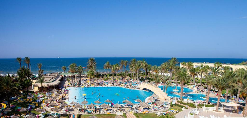 Песчаные пляжи Туниса...