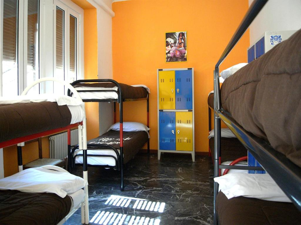 A bunk bed or bunk beds in a room at Hostel California