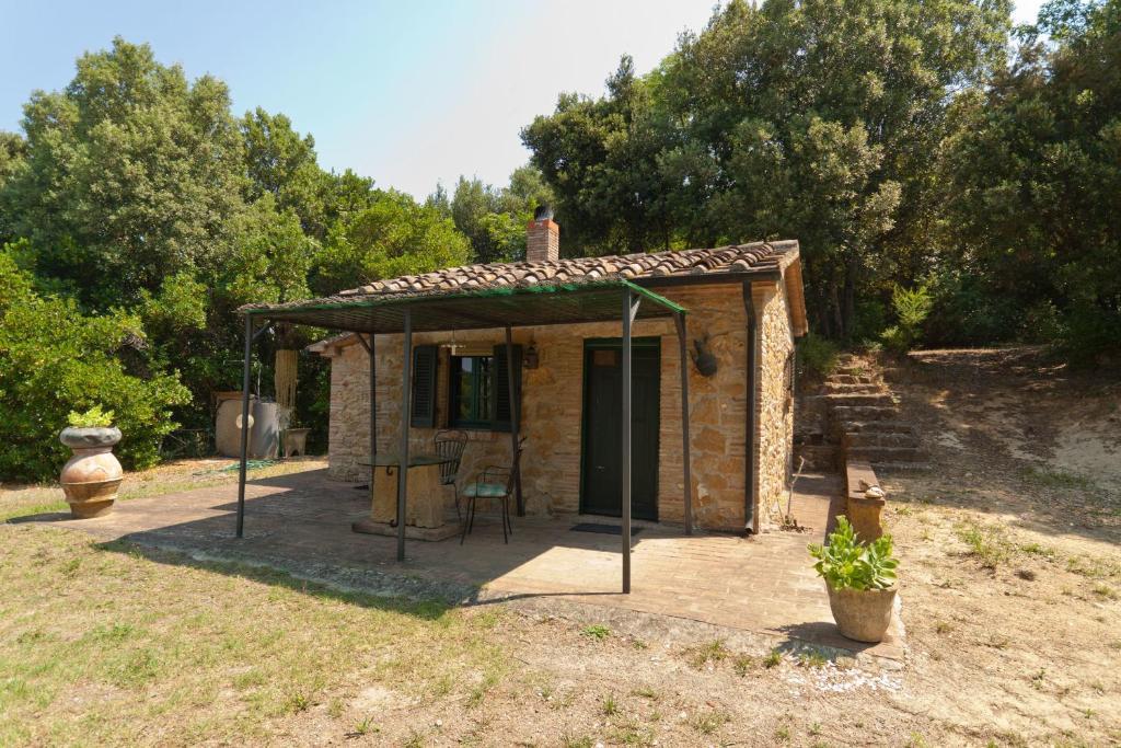 Ferienhof casetta bosco italien casale marittimo for Interni casa campagna