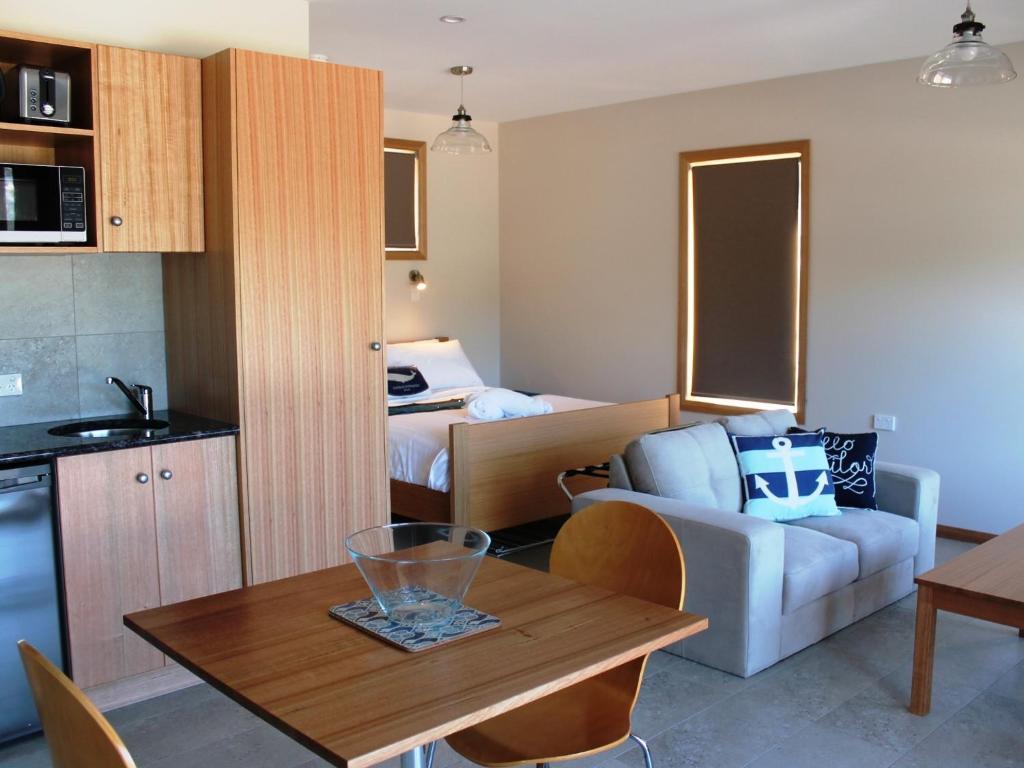Studio Apartment Australia apartment coles bay studio, australia - booking