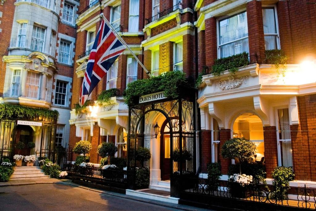 Hotel Close To Buckingham Palace London