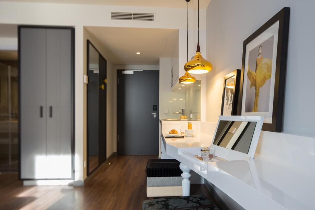 hotel caprifraser, frankfurt, germany - booking