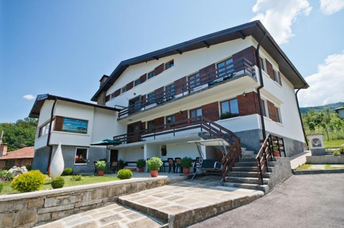 Къща за гости Гости Балкански Кът - Габрово