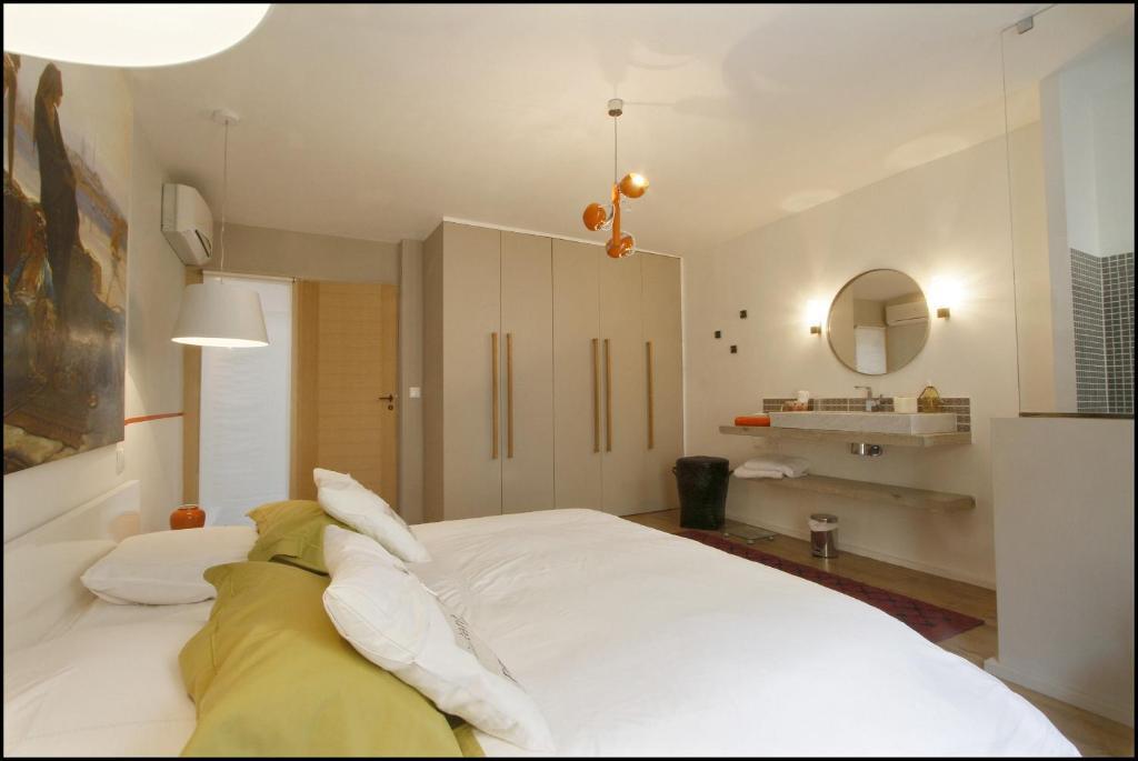 villa la maison d 39 albert uz s france. Black Bedroom Furniture Sets. Home Design Ideas