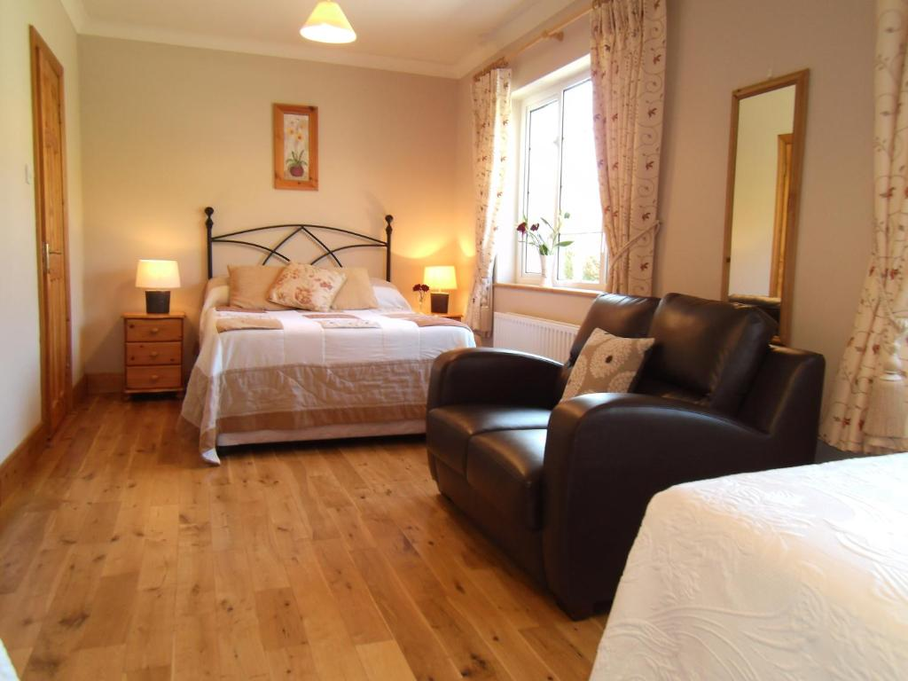 A bed or beds in a room at Seafield House B&B