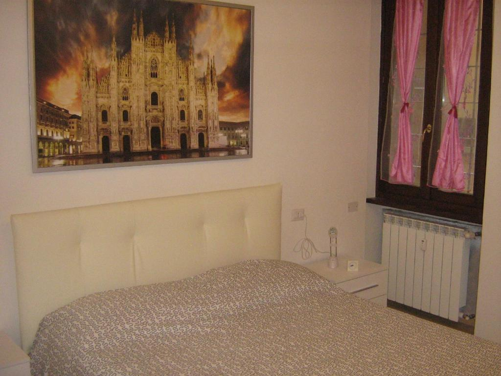A bed or beds in a room at Flat in Milan 2