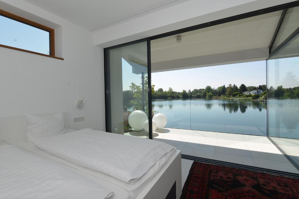 ferienhaus haus am see deutschland speyer. Black Bedroom Furniture Sets. Home Design Ideas
