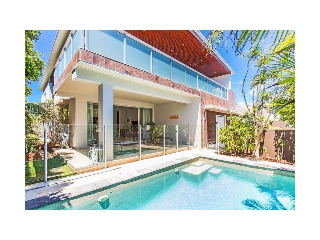 holiday home beach house malibu  kingscliff  australia