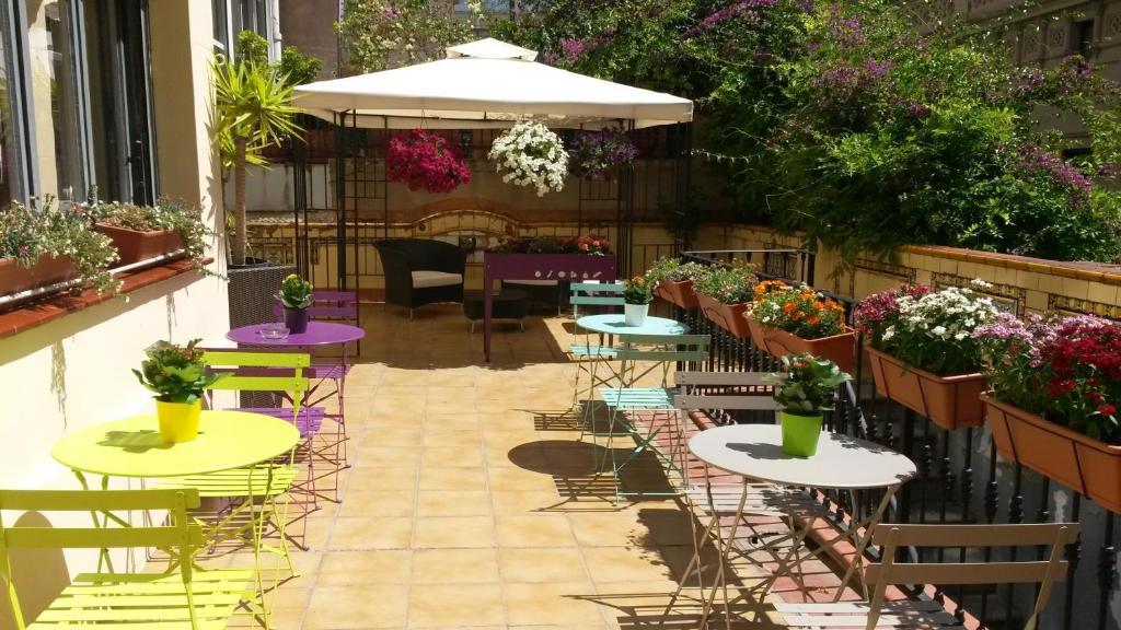 Somnio Hostels 2 Star Hotel In Barcelona Catalonia