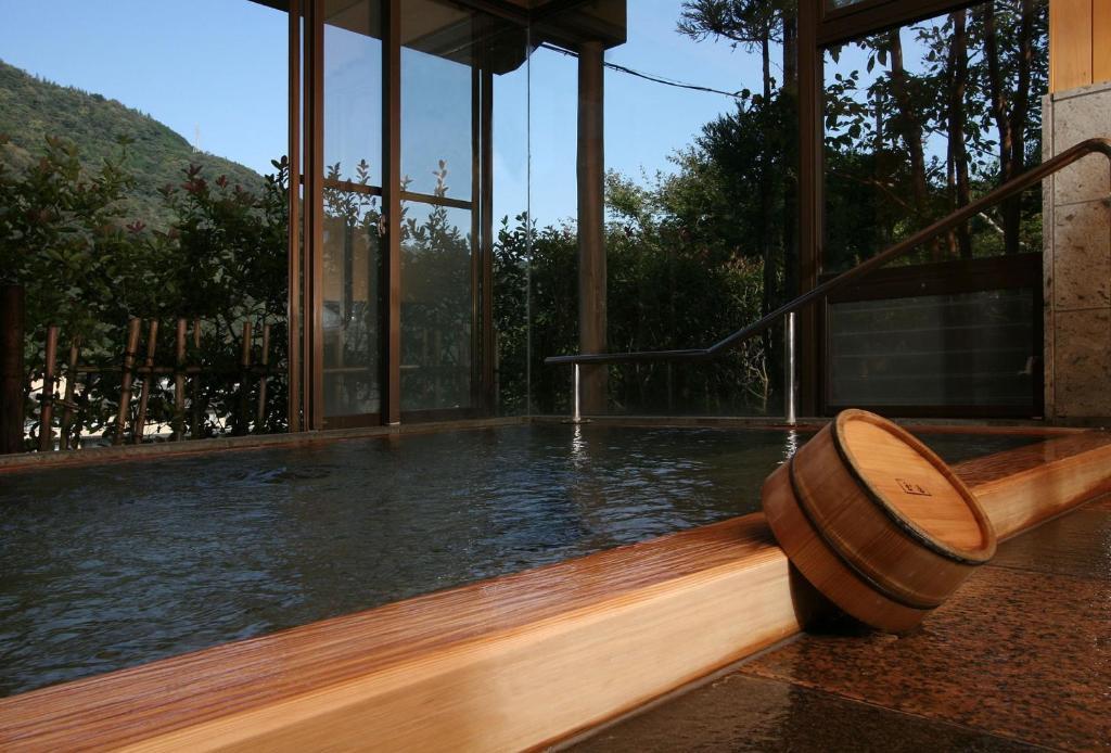 ポイント3.庭を囲む温泉付客室