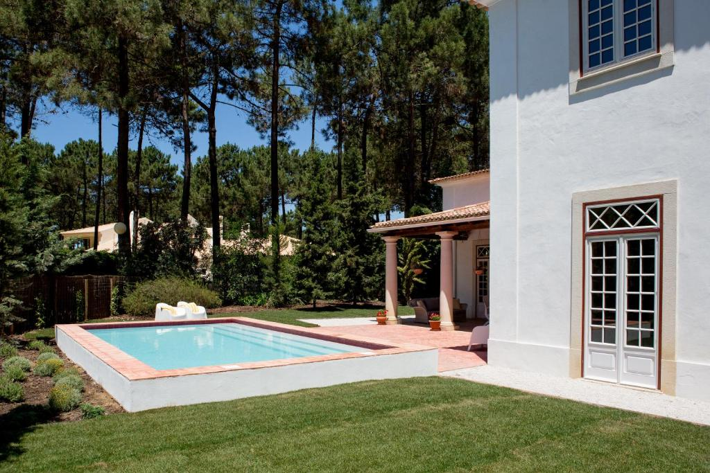 villa at aroeira golf resort almada portugal charneca. Black Bedroom Furniture Sets. Home Design Ideas
