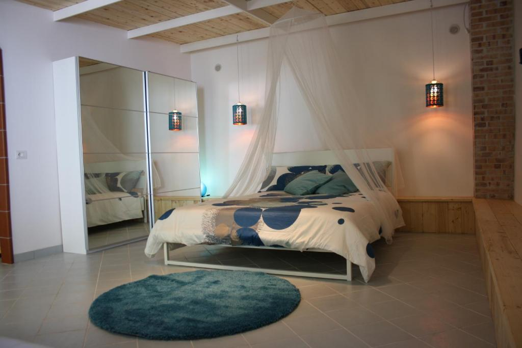 A bed or beds in a room at Blue B&B