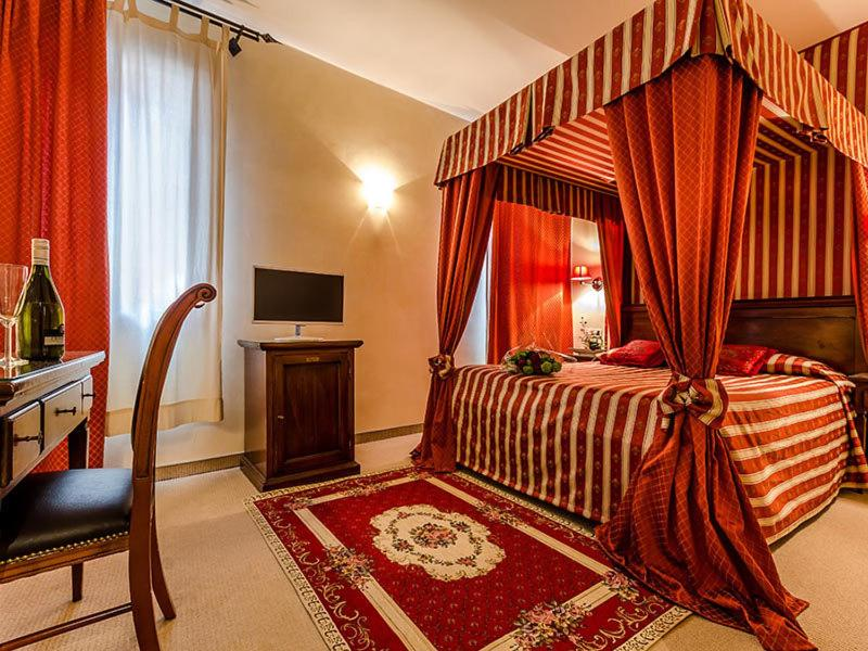 A bed or beds in a room at Residenza Rivo Alto