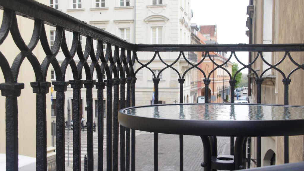 Old town balcony apartament polska warszawa for Balcony booking