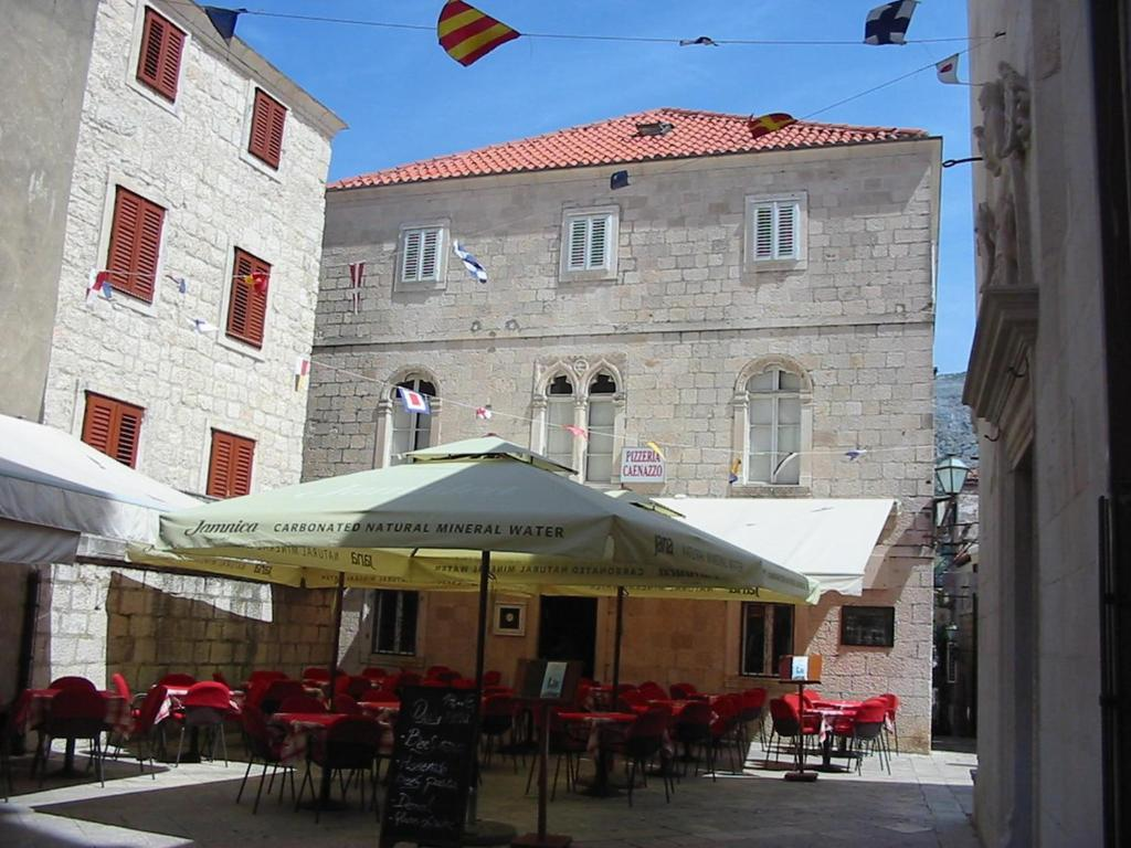 A restaurant or other place to eat at Hostel Caenazzo