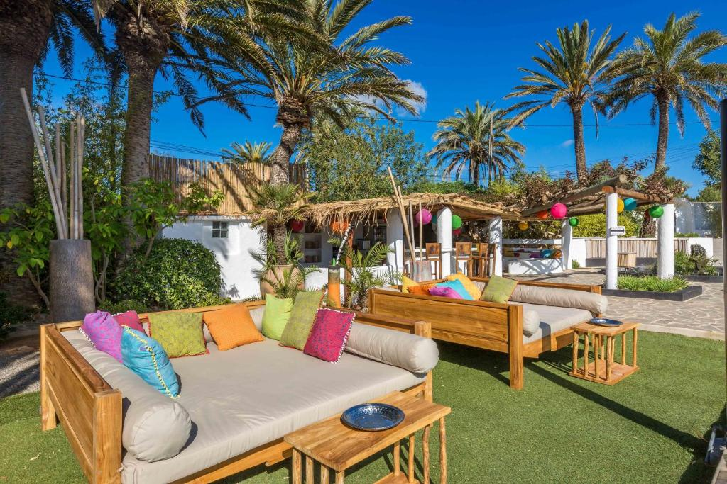 boutique hotels in santa eularia des riu  24