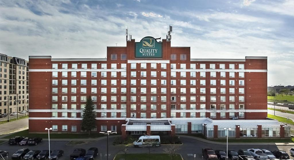Quality Hotel Montreal Airport