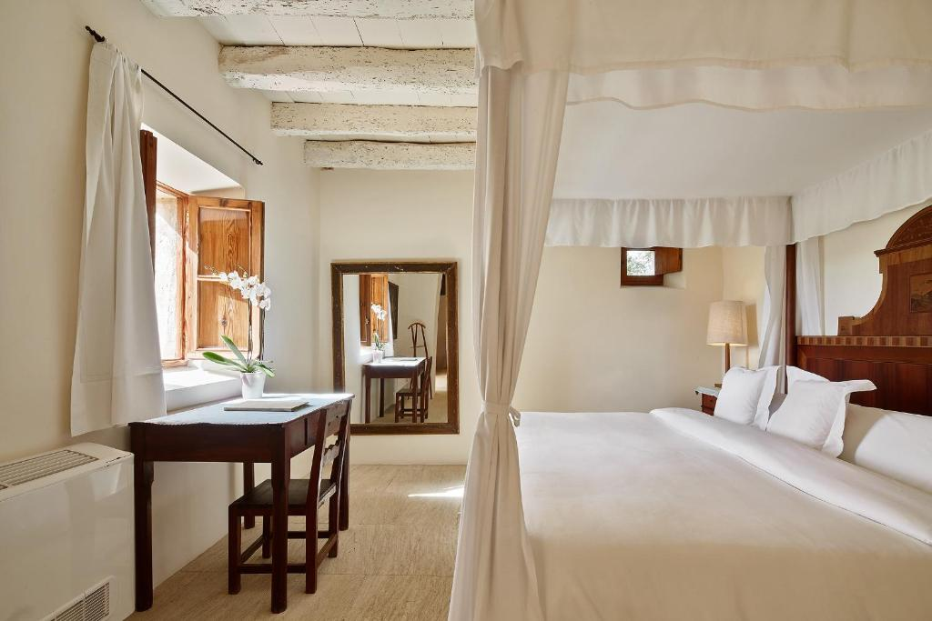 boutique hotels son servera  15