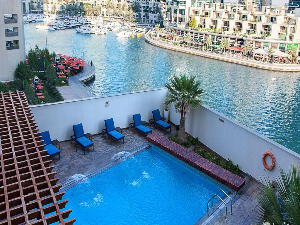 Dusit residence dubai uae for Marinal piscine