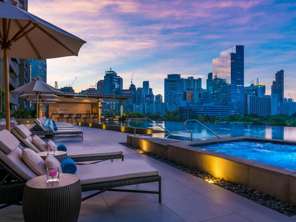 Hotel discovery primea manila philippines for Stars swimming pool tacloban city