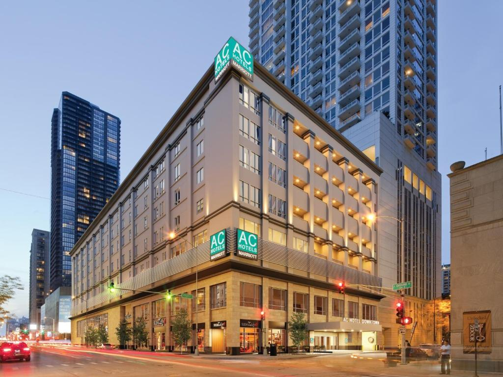 Ac hotel chicago downtown usa for Central de reservation hotel