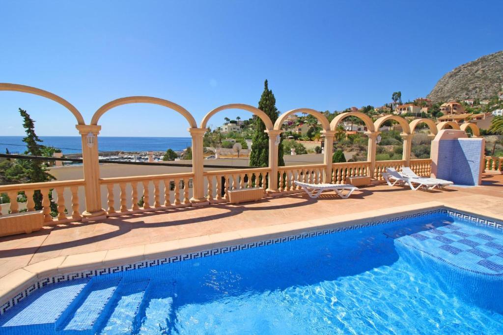Отель с бунгало в испании