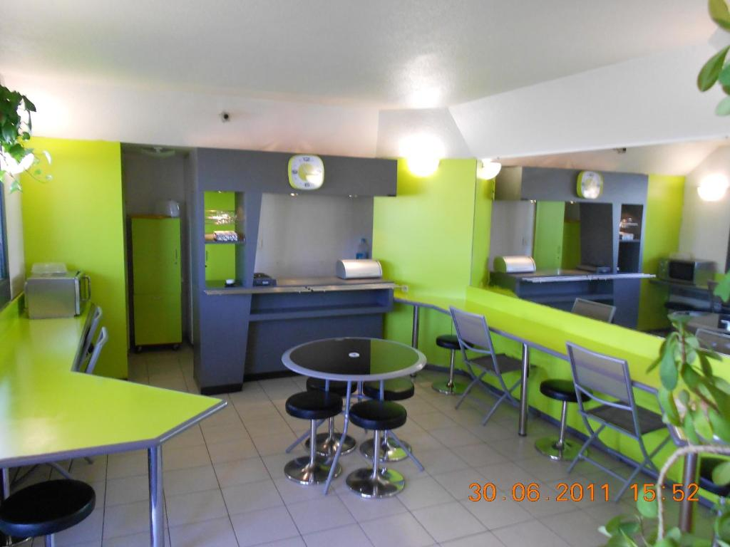 Hotel Green Lemon Lemon Hotel Le Coteau France Bookingcom