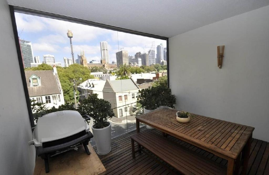 Hotels in sydney cbd with balcony
