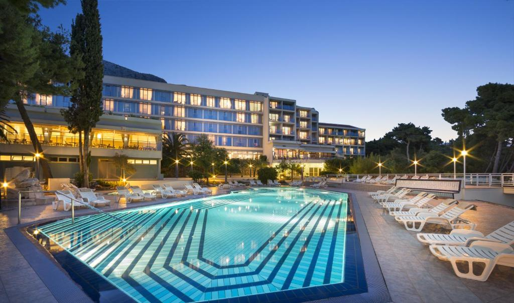Piscina de la sau aproape de Aminess Grand Azur Hotel