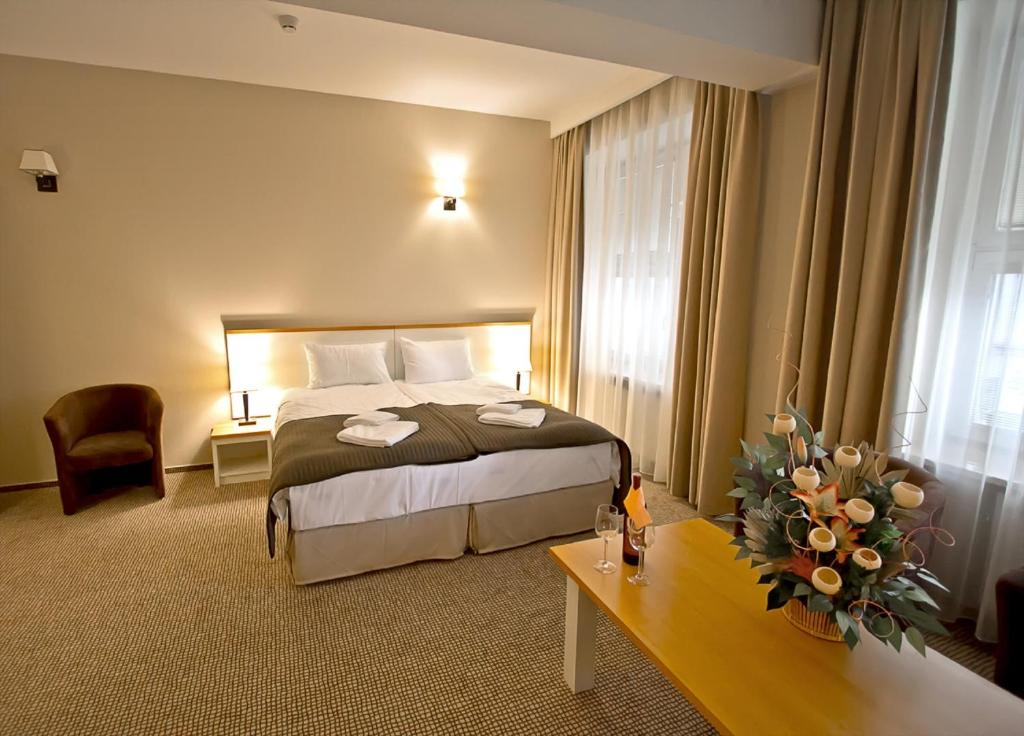 A bed or beds in a room at Hotel Kracow Residence