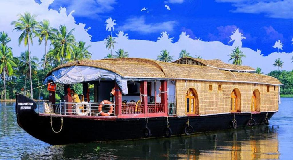 Alleppey Houseboats Tours  Alleppey Luxury Houseboats