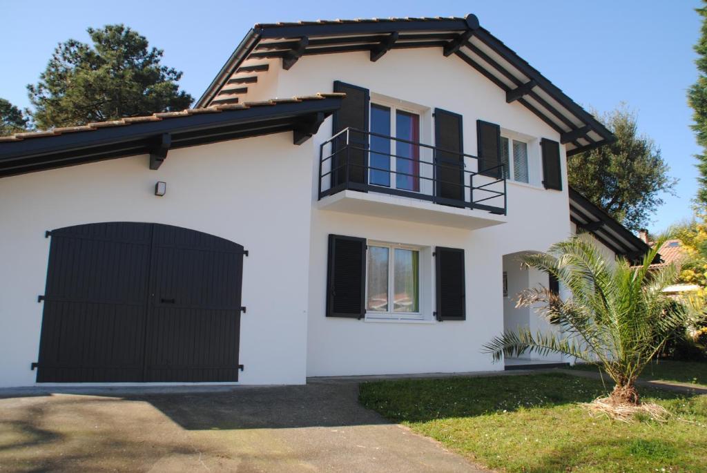 Villa entre biarritz et hossegor francja tarnos for Architecte hossegor