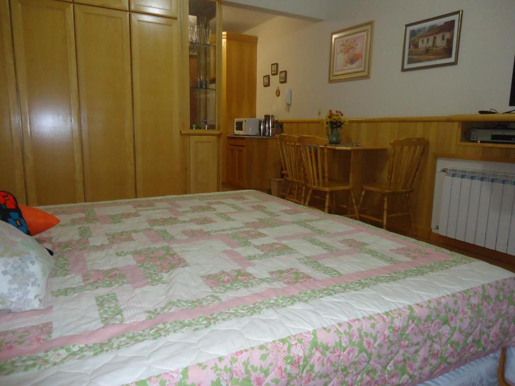 A bed or beds in a room at Gramado Montebello
