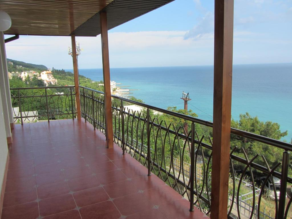 Rent a house in Verbania on the beach for the summer