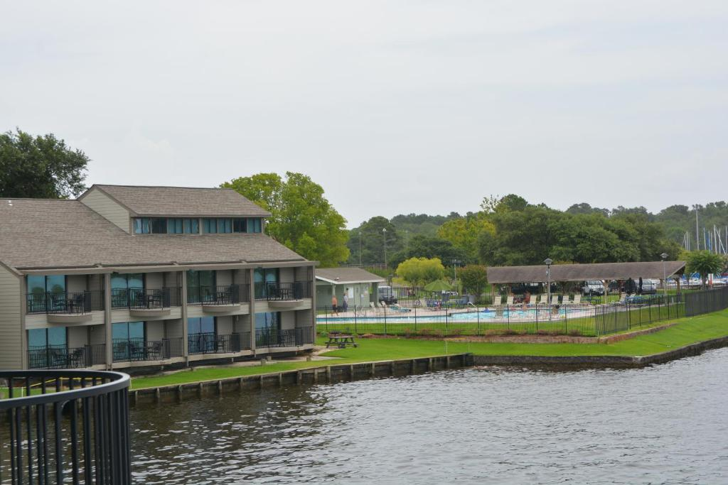 Resort The Landing at Seven Coves, Willis, TX - Booking com