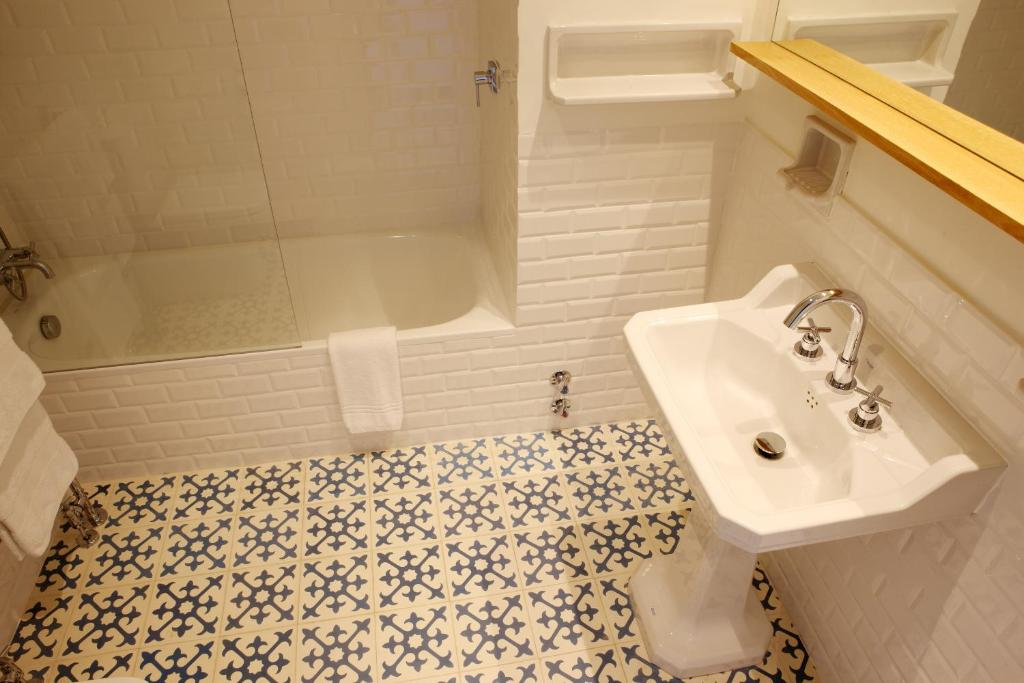 boutique hotels in girona  146
