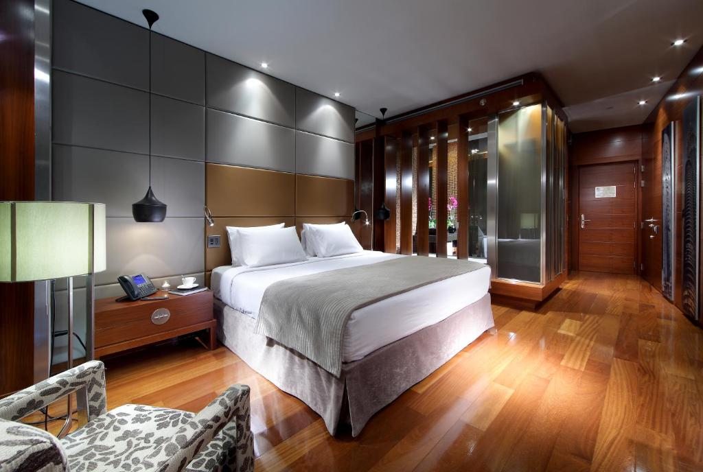 A bed or beds in a room at Eurostars Madrid Tower
