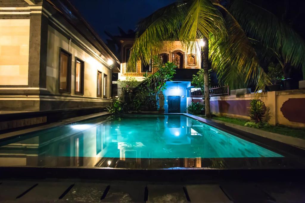 Der Swimmingpool an oder in der Nähe von Bali Culture Guesthouse