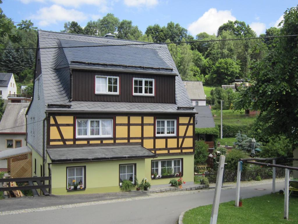 Verführerisch Garage Am Haus Dekoration Von Gallery Image Of This Property