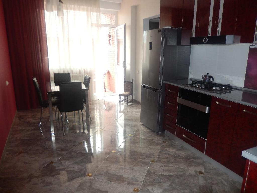 Кухня или мини-кухня в Apartment on Paliashvili