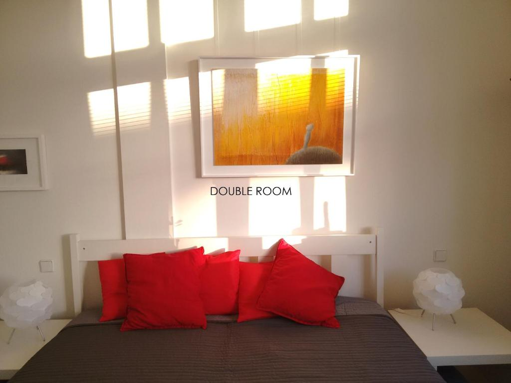 A bed or beds in a room at Loft 76