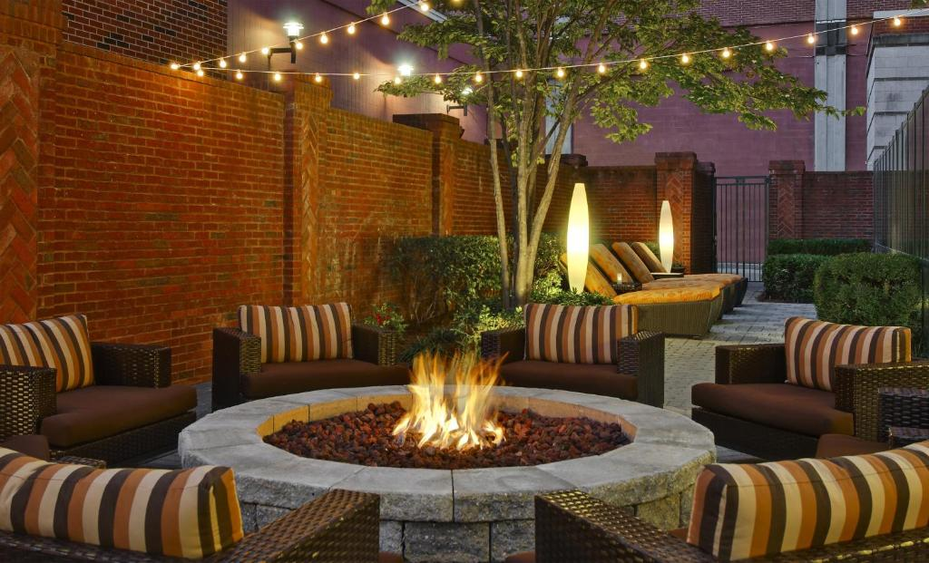 Gallery image of this property & Hotel Courtyard Chattanooga Downtown TN - Booking.com azcodes.com