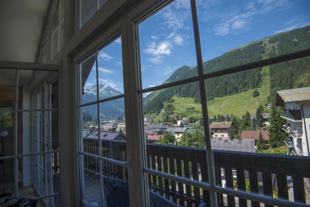 Chalet Enzian AlpenTravel, Bad Gastein, Austria - Booking.com