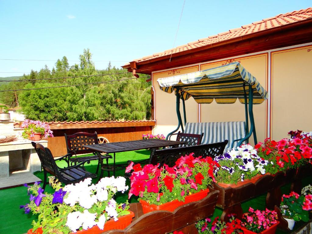 Къща за гости Денис - Копривщица